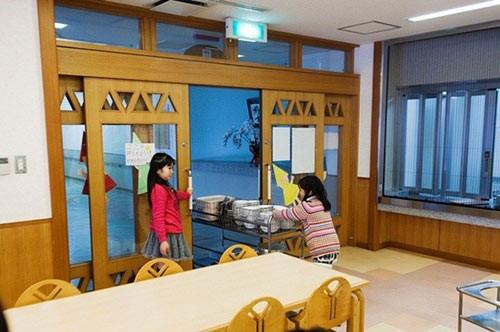 Thực tế bữa trưa tại trường tiểu học Nhật khiến cả thế giới sững sờ - anh 14