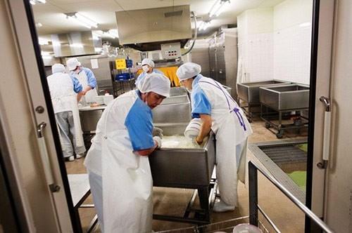 Thực tế bữa trưa tại trường tiểu học Nhật khiến cả thế giới sững sờ - anh 15
