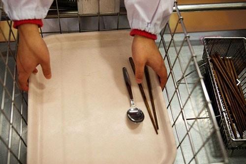 Thực tế bữa trưa tại trường tiểu học Nhật khiến cả thế giới sững sờ - anh 5