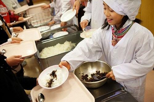 Thực tế bữa trưa tại trường tiểu học Nhật khiến cả thế giới sững sờ - anh 7