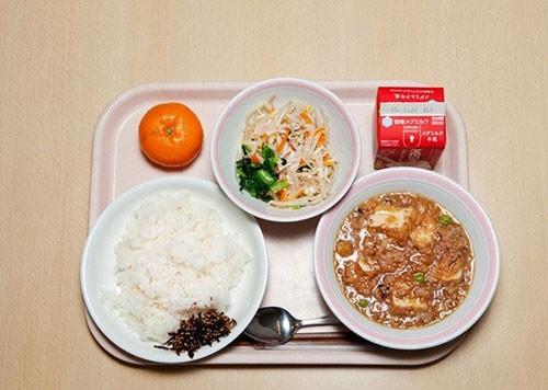 Thực tế bữa trưa tại trường tiểu học Nhật khiến cả thế giới sững sờ - anh 8