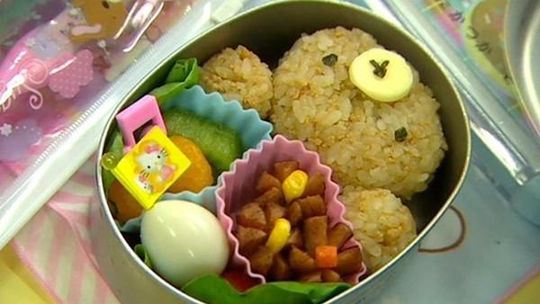 Khâm phục bài học từ bữa ăn trưa của trẻ mầm non ở Nhật - anh 1