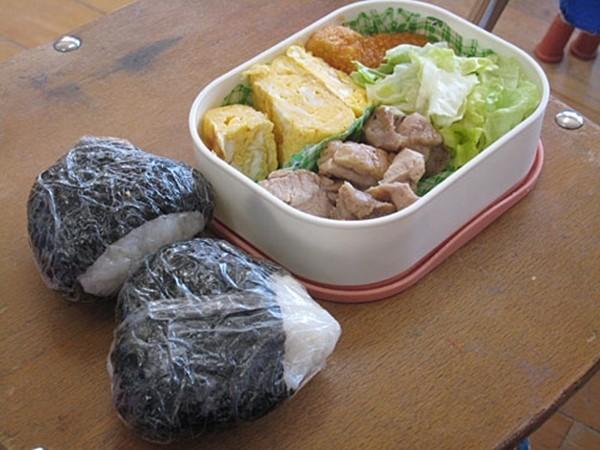 Khâm phục bài học từ bữa ăn trưa của trẻ mầm non ở Nhật - anh 3