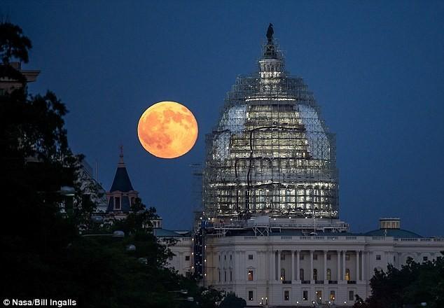 Ở đâu xem được siêu trăng máu cực hiếm vào trung thu? - anh 1