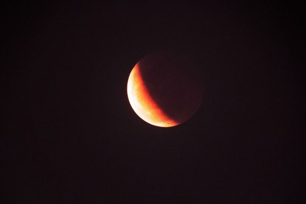 """Chờ đón hiện tượng """"Siêu trăng máu"""" lần đầu tiên xuất hiện trong 30 năm - anh 3"""