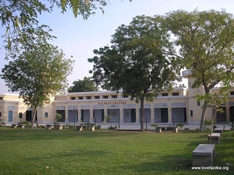 Ngôi trường lâu đời nhất Ấn Độ chỉ có 3 sinh viên và 1 giảng viên - anh 1
