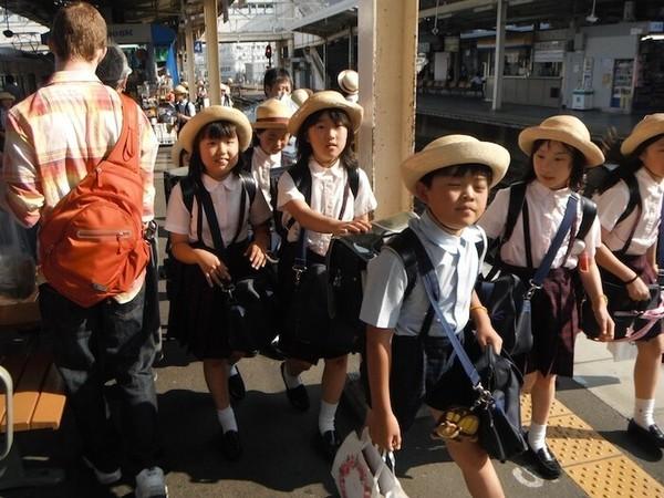 Cách mẹ Nhật dạy con tự đi học 1 mình từ khi còn nhỏ - anh 3