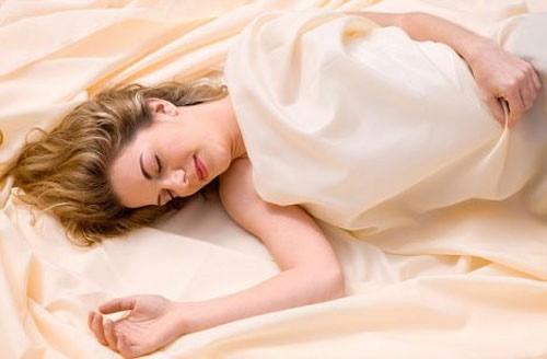 """Giải mã nguyên nhân phụ nữ thích ngủ hơn """"yêu"""" - anh 1"""