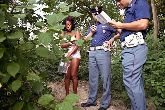 Số phận nghiệt ngã của gái bán dâm đứng đường ở Italia hoa lệ - anh 11