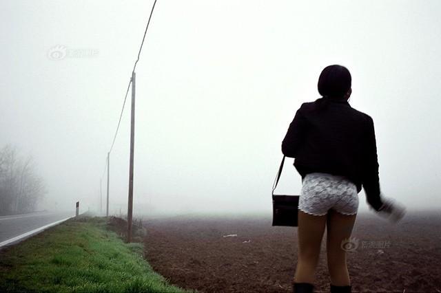 Số phận nghiệt ngã của gái bán dâm đứng đường ở Italia hoa lệ - anh 6