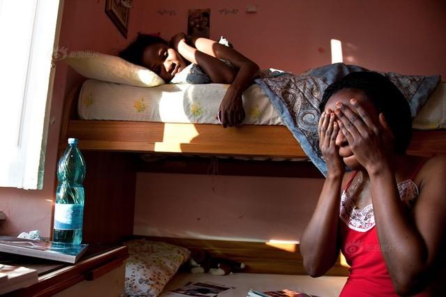 Số phận nghiệt ngã của gái bán dâm đứng đường ở Italia hoa lệ - anh 8