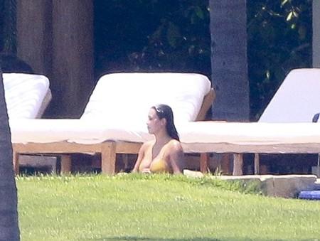 """Kim """"siêu vòng 3"""" lộ thân hình """"phì nộn"""" với áo bơi - anh 2"""