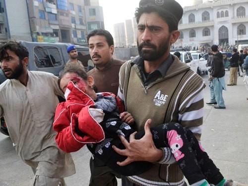Thế giới lên án vụ khủng bố tấn công trường học tại Pakistan - anh 1