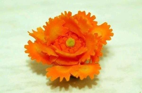 Cách cắt tỉa hoa từ cà rốt thêm sắc màu đón Tết - anh 8