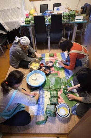 Gói bánh chưng ở Nhật Bản - anh 1