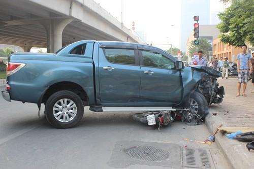 """Ô tô """"điên"""" gây tai nạn liên hoàn một phụ nữ tử vong - anh 4"""