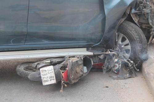 """Ô tô """"điên"""" gây tai nạn liên hoàn một phụ nữ tử vong - anh 5"""