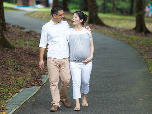 Hướng dẫn đi bộ đúng cách trong từng giai đoạn mang thai - anh 2