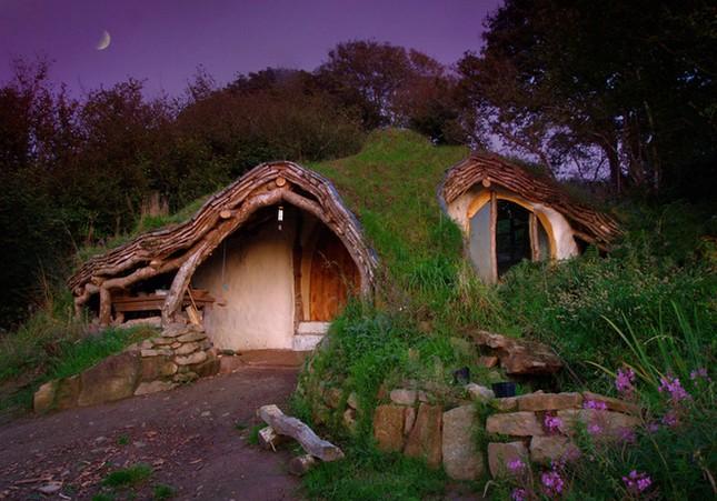 Vẻ đẹp kỳ bí của những ngôi nhà cô độc nhất hành tinh - anh 1