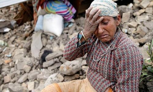 Cứu hộ liện tục gặp khó khăn khi tiếp cận khu vực gần tâm động đất ở Nepal - anh 1