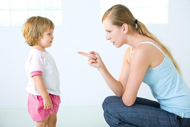 12 thói quen xấu làm 'hỏng' con cha mẹ Việt dễ mắc phải - anh 5