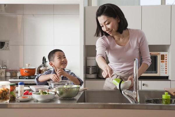 Cách rèn con tự giác ăn mẹ không phải vất vả - anh 3