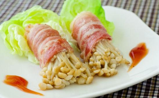 Lạ miệng với món thịt ba chỉ cuộn nấm kim châm - anh 1