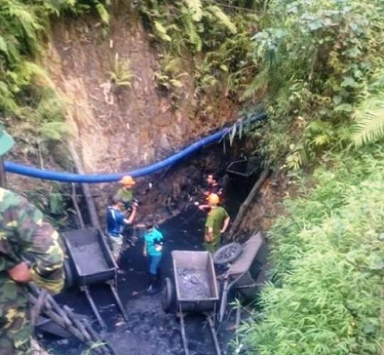Tỉnh Hòa Bình rà soát các mỏ khoáng sản sau sự cố sập hầm - anh 1