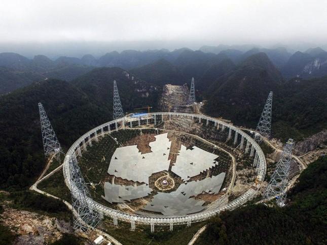 Trung Quốc sắp hoàn thành kính viễn vọng vô tuyến lớn nhất thế giới - anh 2
