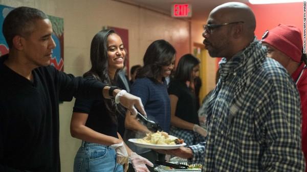 Tổng thống Obama mừng Lễ Tạ ơn cùng người vô gia cư - anh 1
