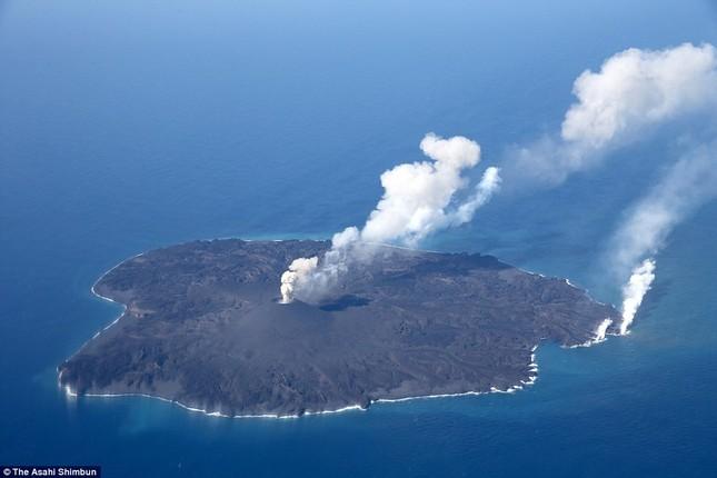 Hòn đảo trồi lên giữa biển, mở rộng kích thước gấp 12 lần sau 2 năm - anh 2