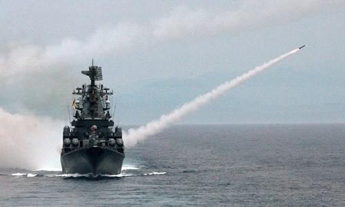 Tuần dương hạm Moskva 'sẵn sàng tiêu diệt mọi mục tiêu' ở bờ biển Syria - anh 1