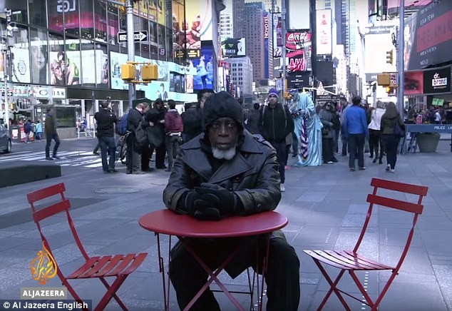 Người đàn ông lạ lẫm với thế giới sau gần nửa thế kỷ ngồi tù - anh 1