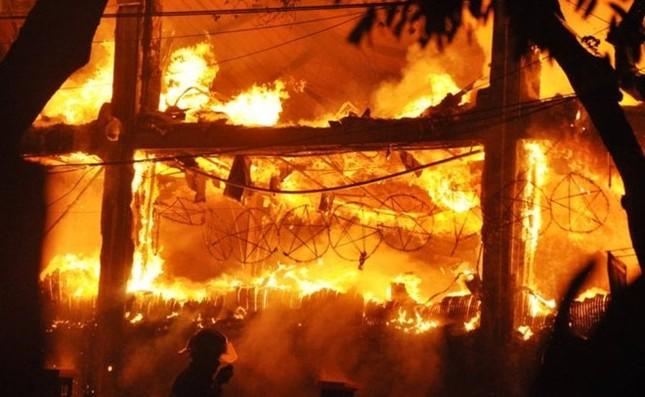 Cháy lớn tại bar Luxury Hà Nội: Hàng trăm người la hét, tháo chạy - anh 3