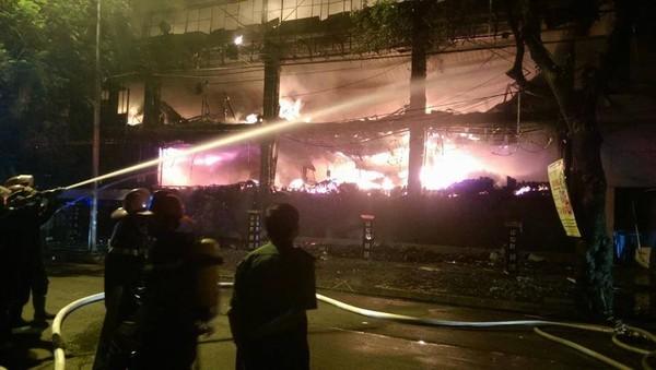 Cháy lớn tại bar Luxury Hà Nội: Hàng trăm người la hét, tháo chạy - anh 4