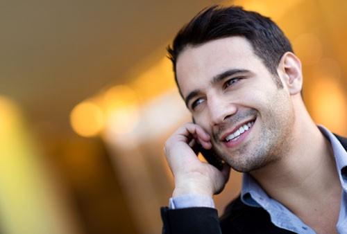 Sử dụng điện thoại di động quá mức nguy hại sức khỏe thế nào? - anh 1