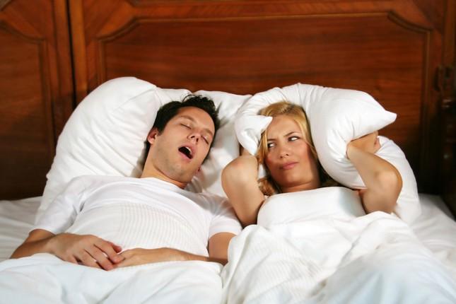 Nguy cơ chết người từ ngủ ngáy bạn nên biết - anh 1
