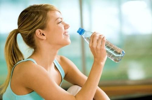Uống nước như nào để sở hữu làn da đẹp? - anh 1