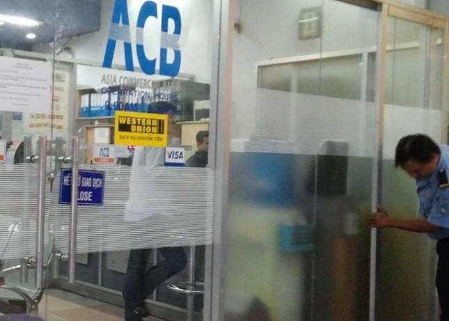 """TP HCM: Trộm """"viếng thăm"""" tiệm vàng, ngân hàng - anh 2"""