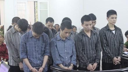 Thiếu nữ 15 tuổi dễ dãi bị trai làng hiếp dâm tập thể nhiều lần - anh 1