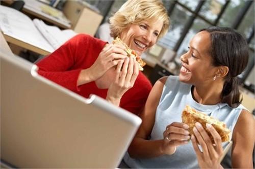 7 thói quen gây béo bụng của dân công sở - anh 1