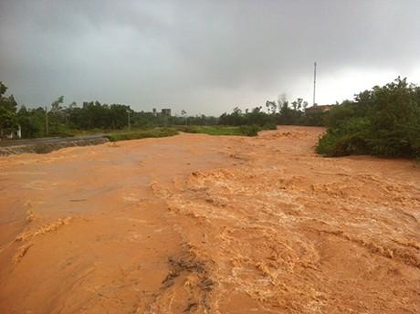 Quảng Ninh: Vỡ đập Đầm Hà, khu dân cư chìm trong biển nước - anh 1