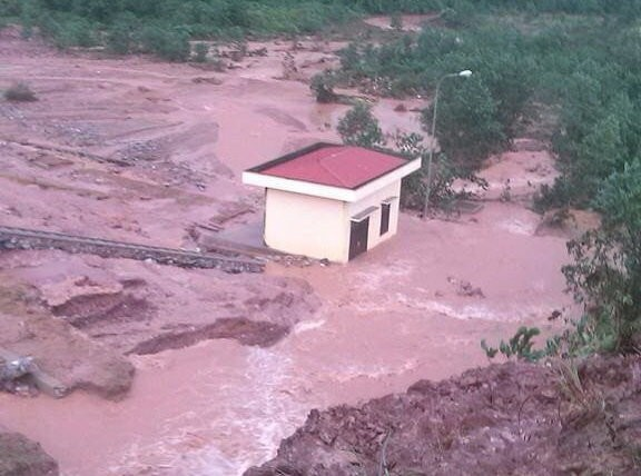 Quảng Ninh: Vỡ đập Đầm Hà, khu dân cư chìm trong biển nước - anh 2