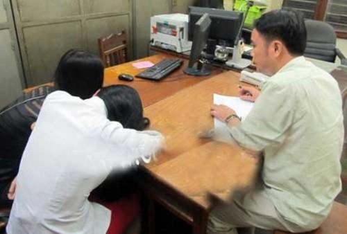 """Bản tin """"113+"""": Hai PGĐ Sở đánh nhau tại quán karaoke bị kỷ luật; Đang ngồi ăn cháo, 3 thanh niên bị chém thương vong - anh 4"""