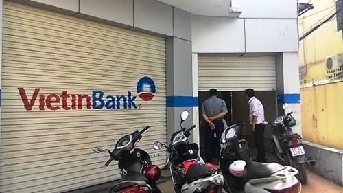 """Bản tin """"113+"""": Tài xế treo cổ chết trong thùng xe tải; Trộm đột nhập ngân hàng VietinBank, lấy phải két sắt...rỗng - anh 2"""