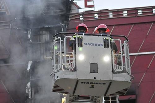 Hà Nội: Cháy lớn tại quán karaoke Sao Xanh trên đường Hồ Tùng Mậu - anh 3