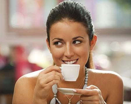 Những lợi ích bất ngờ của việc uống cà phê buổi sáng - anh 1
