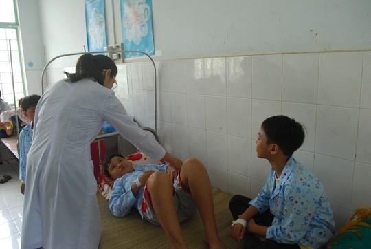 Gia Lai: 17 học sinh nhập viện cấp cứu sau khi tiêm vắc-xin - anh 1
