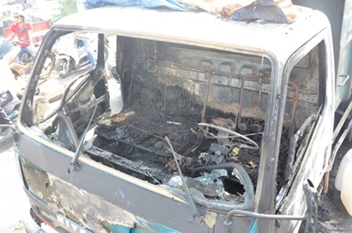 """Bản tin """"113+"""": Nam sinh 17 tuổi nhảy cầu tự tử trước mặt bạn gái; Chém tài xế taxi để cướp tiền thuê nhà nghỉ - anh 4"""