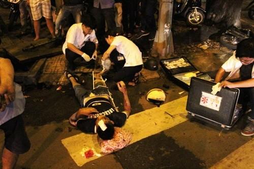 TP. HCM: Giải cứu nam thanh niên bị kẹt chân dưới khe cống thoát nước - anh 3